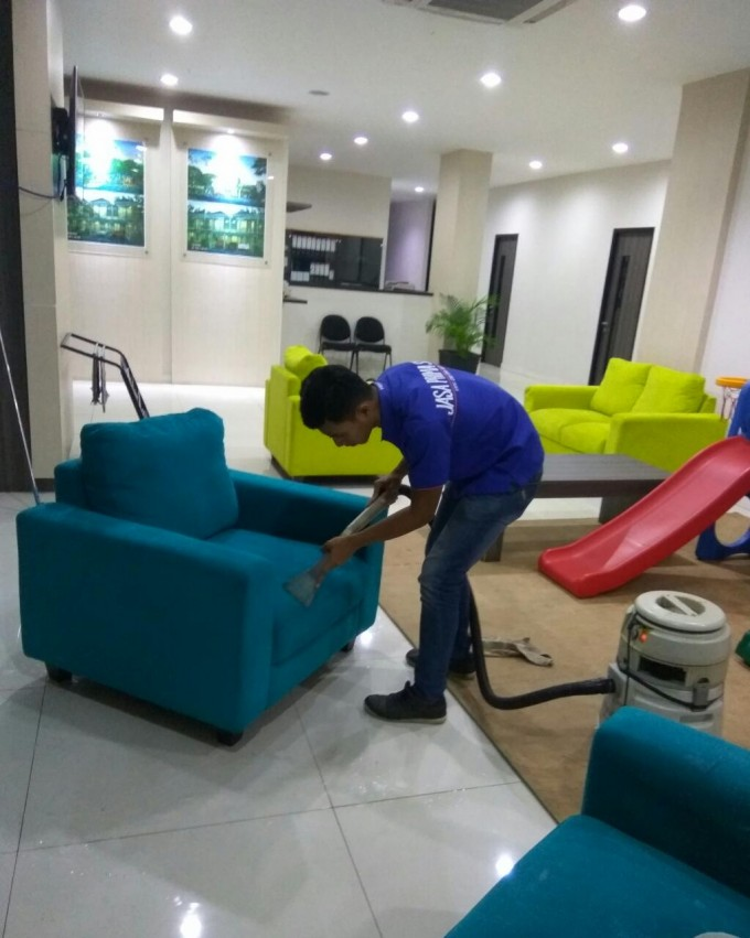 Jasa Cuci Sofa Jakarta Murah dan Profesional 085103457745: Layanan cuci sofa jakarta kami tersedia di berbagai wilayah bagian seperti cuci jakarta barat, cuci sofa jakarta utara, cuci sofa jakarta selatan, cuci sofa jakarta timur, dan cuci sofa jakarta pusat. Dengan harga cuci sofa murah jakarta Anda bisa mendapatkan kembali kenyamanan sofa Anda dengan memaksimalkan kebersihan sofa kesayangan Anda dan menimbulkan rasa nyaman karena harum semerbak sofa yang telah kami cuci. Bentuk keseriusan kami, kami juga menyediakan cuci sofa bergaransi, karena itulah kami sangat profesional sekali dan sangat yakin dengan kualitas cuci sofa jakarta kami.